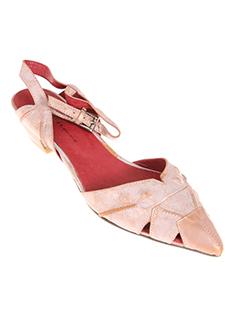 rue pietonne chaussures femme de couleur rose clair