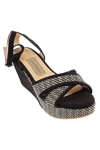 espace sandales et nu et pieds femme de couleur noir