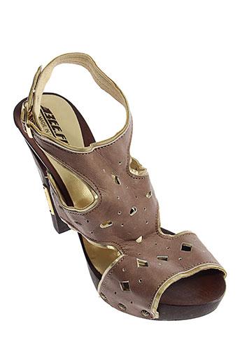 bee et fly sandales et nu et pieds femme de couleur marron
