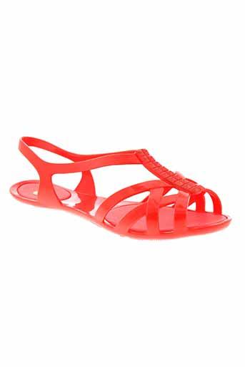 mel sandales et nu et pieds femme de couleur rouge