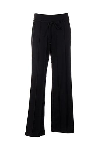 cinoche pantalons et citadins femme de couleur noir