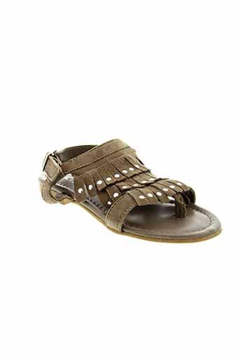 reqins sandales et nu et pieds fille de couleur beige