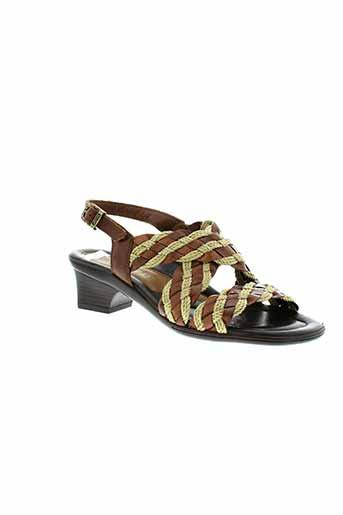 arriva sandales et nu et pieds femme de couleur marron