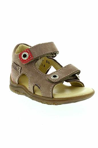 aster sandales et nu et pieds garcon de couleur marron