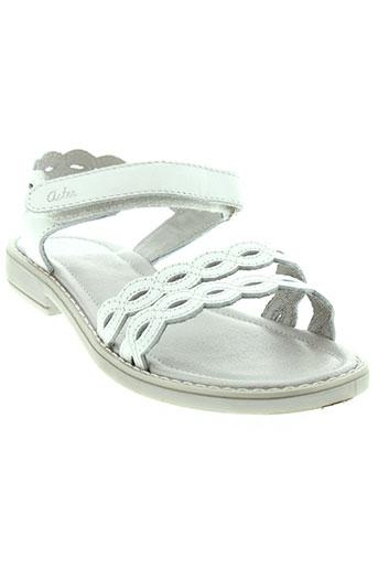 aster sandales et nu et pieds fille de couleur blanc