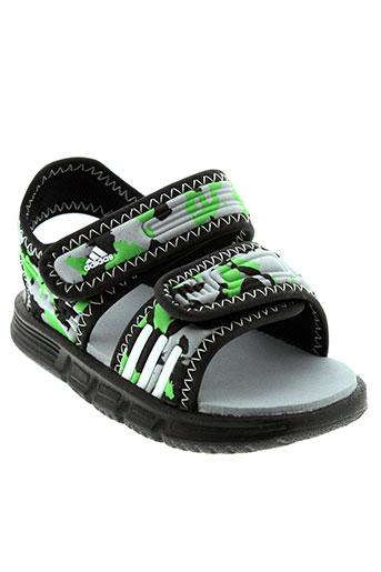 adidas sandales et nu et pieds garcon de couleur gris