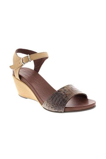 lune et l et autre sandales et nu et pieds femme de couleur marron