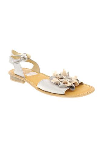 nice sandales et nu et pieds femme de couleur blanc