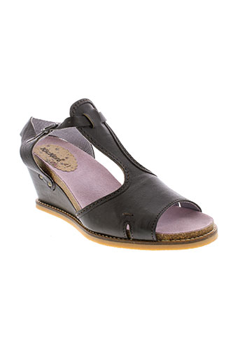 kickers sandales et nu et pieds femme de couleur marron