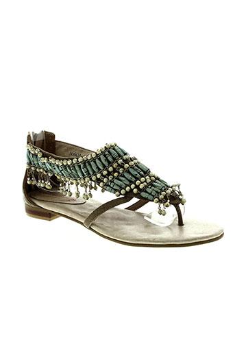 couleur et pourpre sandales et nu et pieds femme de couleur beige