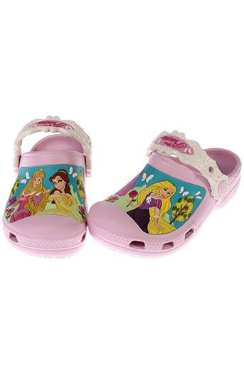 crocs sandales et nu et pieds fille de couleur rose