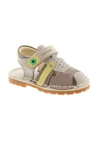 kickers sandales et nu et pieds fille de couleur gris