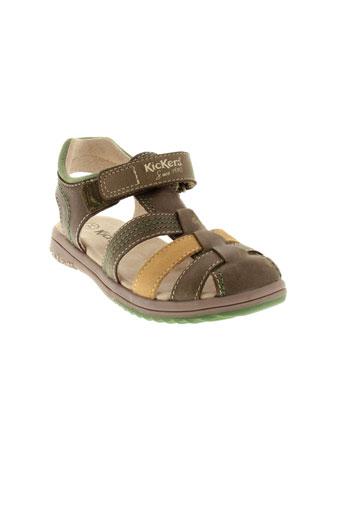 kickers sandales et nu et pieds garcon de couleur vert