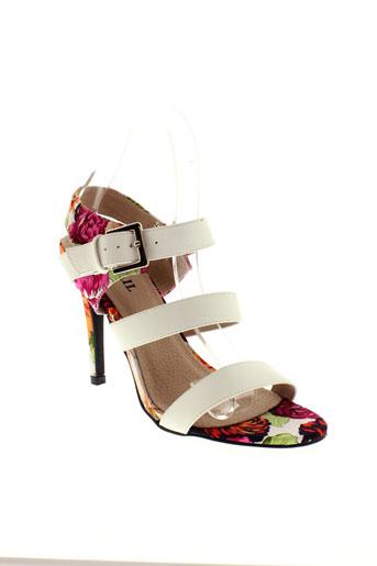 coc et tail sandales et nu et pieds femme de couleur blanc
