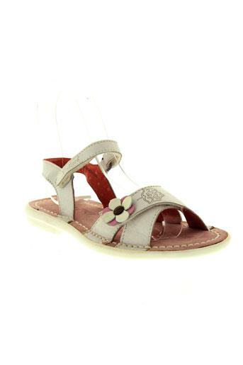 kickers sandales et nu et pieds fille de couleur blanc