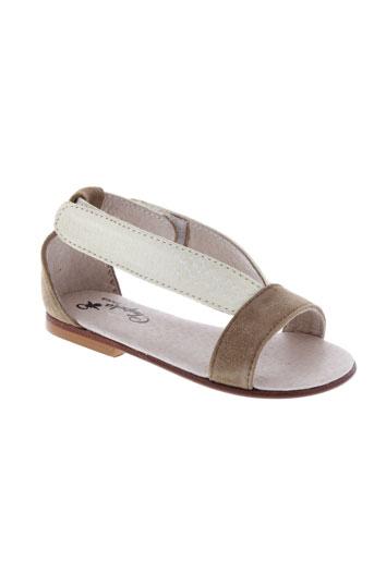 chupeta sandales et nu et pieds fille de couleur beige