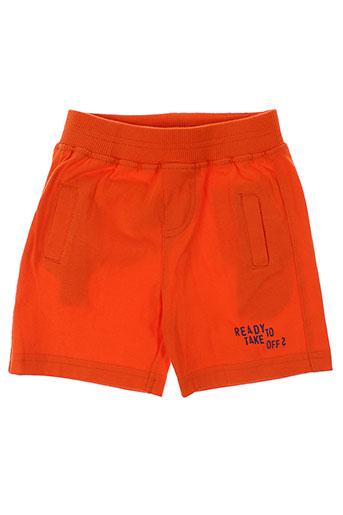 3 et pommes shorts et 1 garcon de couleur orange (photo)