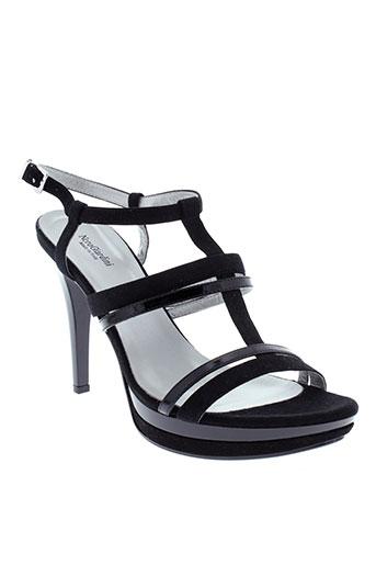 nero et giardini sandales et nu et pieds femme de couleur noir