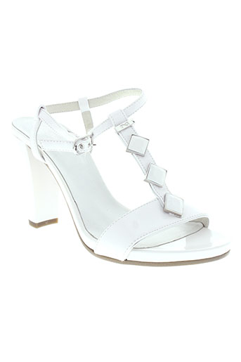 nero et giardini sandales et nu et pieds femme de couleur blanc