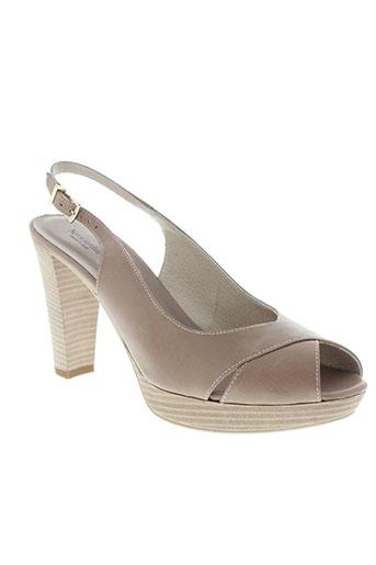nero et giardini sandales et nu et pieds femme de couleur beige
