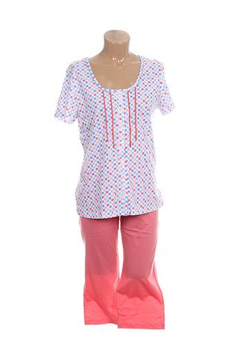 egatex pyjamas et 1 femme de couleur orange
