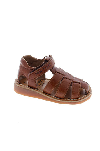 pom et d et api sandales et nu et pieds garcon de couleur marron