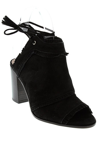 donna et piu sandales et nu et pieds femme de couleur noir