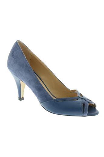 petite et mendigote sandales et nu et pieds femme de couleur bleu