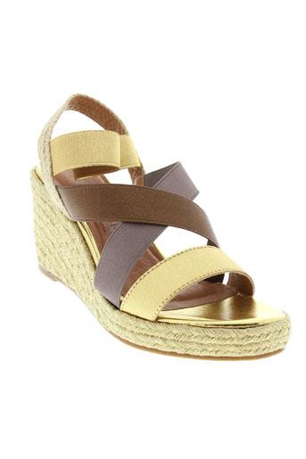 azur sandales et nu et pieds femme de couleur marron