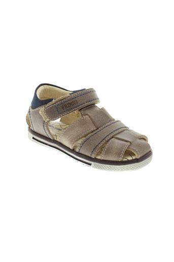 primigi sandales et nu et pieds garcon de couleur marron