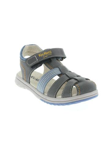kickers sandales et nu et pieds garcon de couleur gris