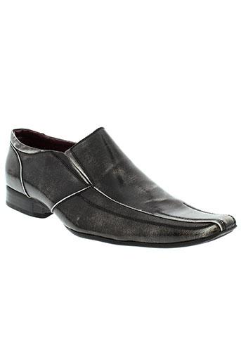 reservoir et shoes villes homme de couleur noir