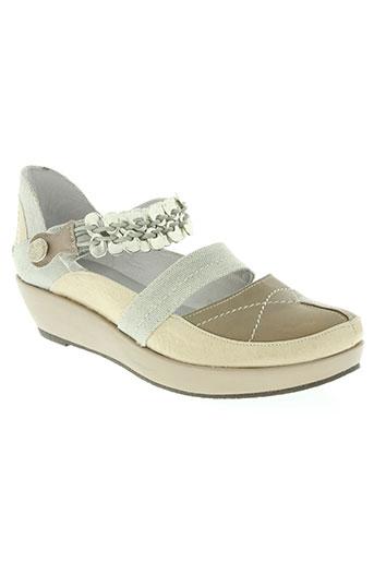 regard chaussures femme de couleur beige