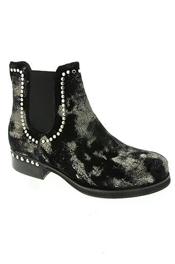 curiositè chaussures femme de couleur noir