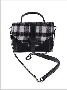 sac noir avec des carreaux